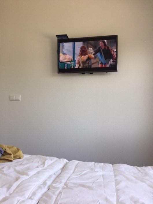 """TV op de slaapkamer van Chalet """"private moments"""""""